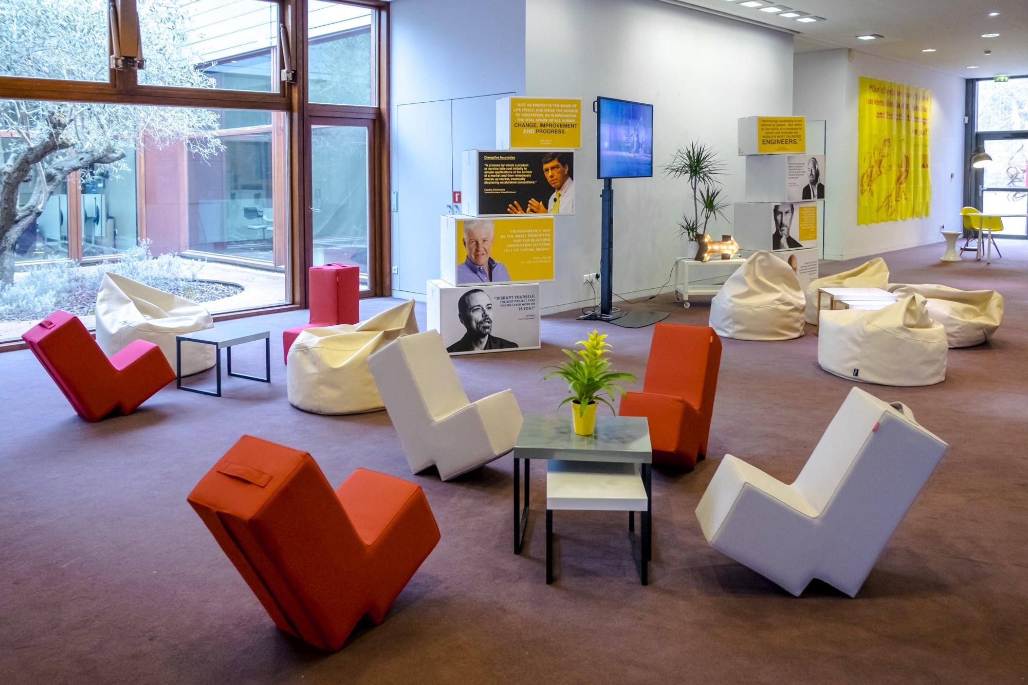 Environnement dans le Foyer Atrium 2